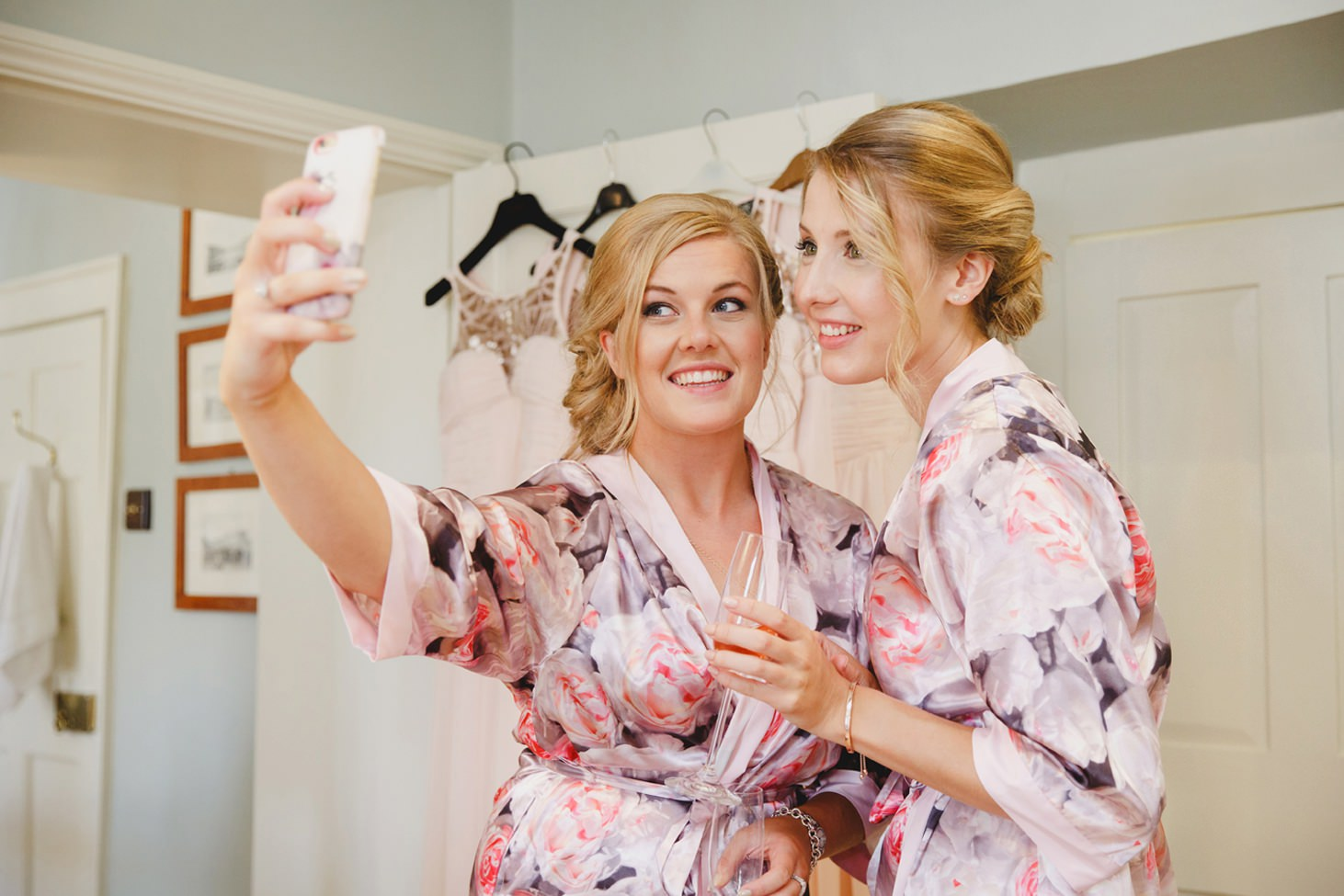 oxfordshire wedding photography bridesmaids selfie