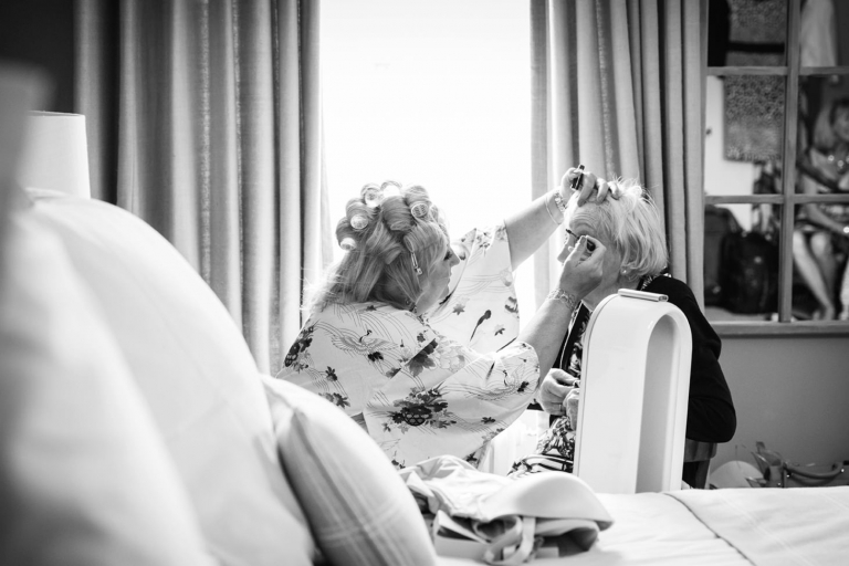 oxfordshire wedding photography brides mother and grandmother