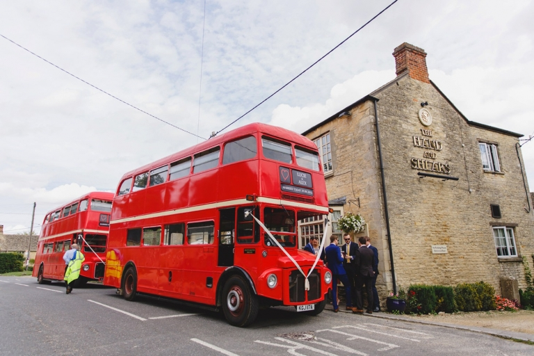 oxfordshire wedding photography vintage bus and put