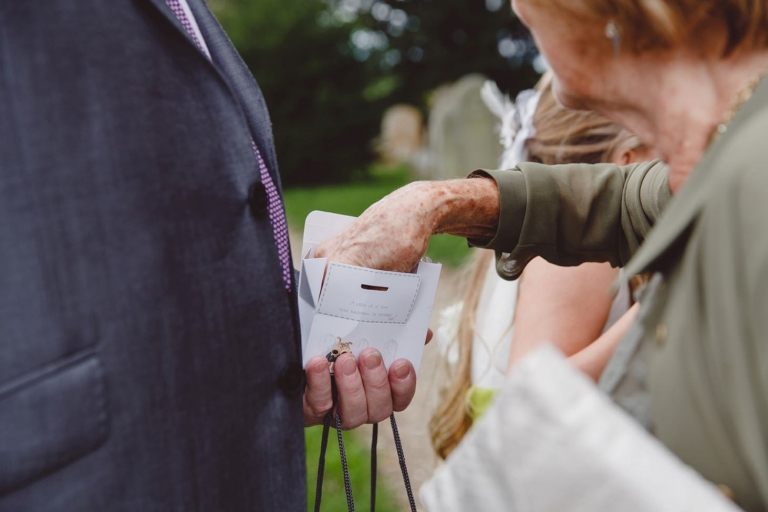 oxfordshire wedding photography confetti throwing