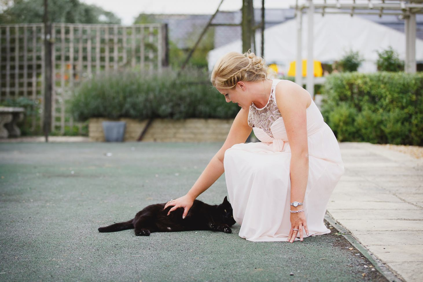 oxfordshire wedding photography bridesmaid and cat
