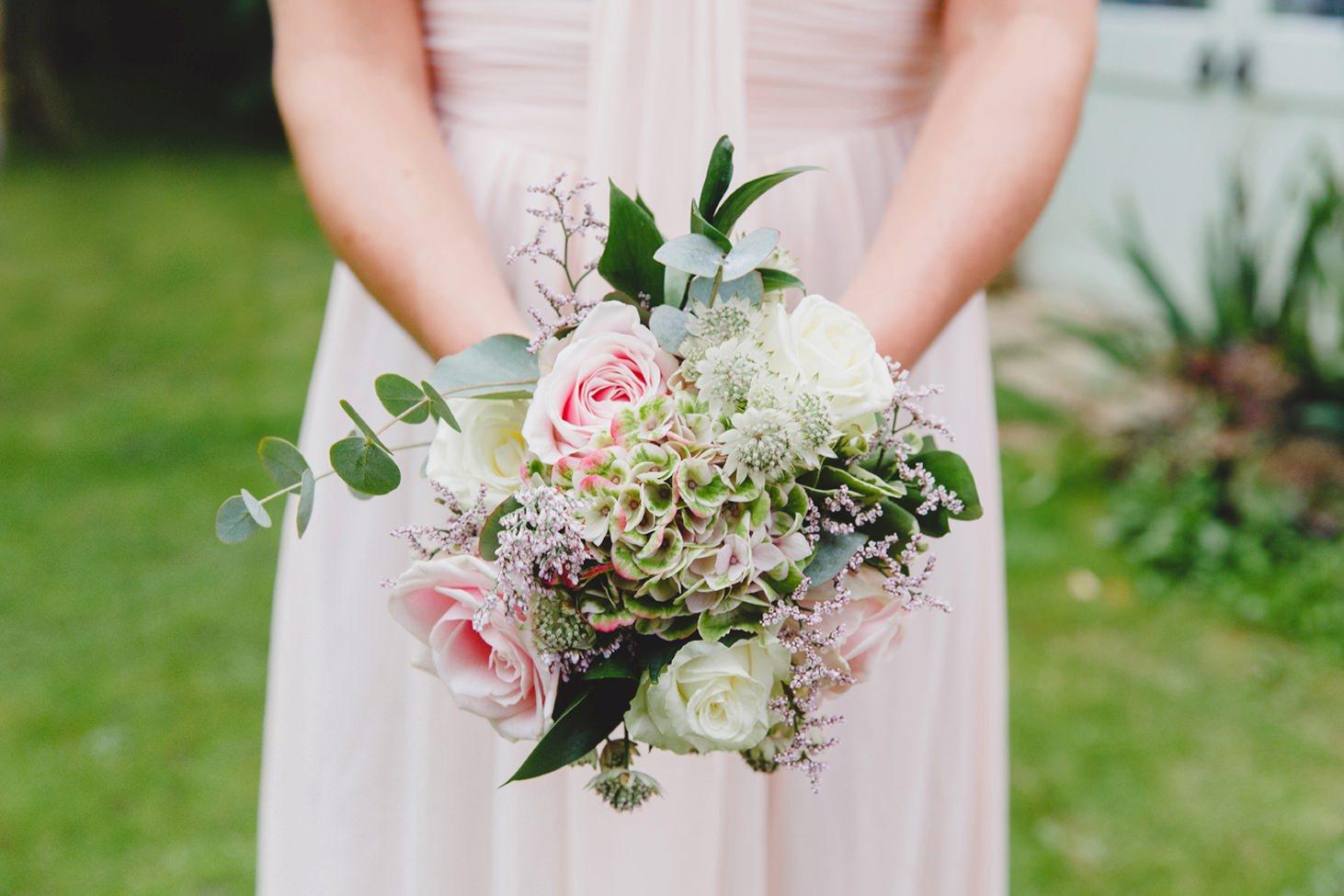 oxfordshire wedding photography bridesmaids bouquet