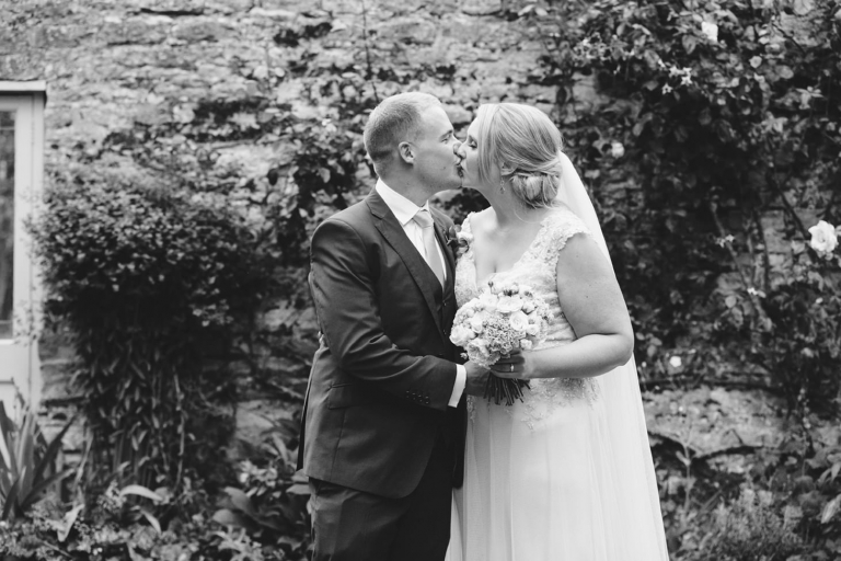 oxfordshire wedding photography bride and groom kiss