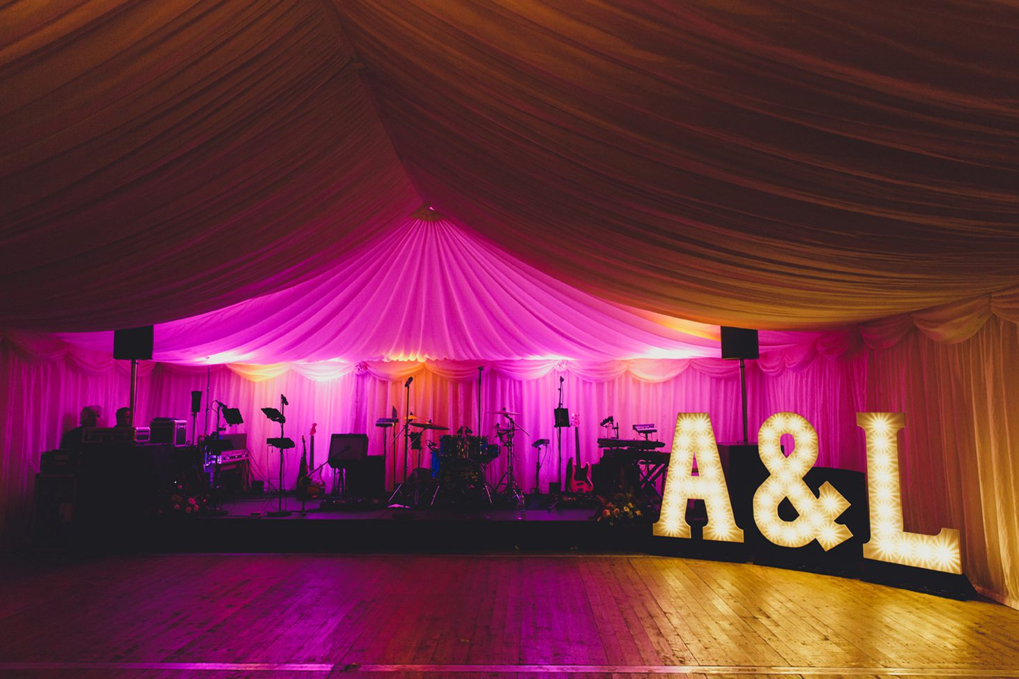 oxfordshire wedding photography light up letters