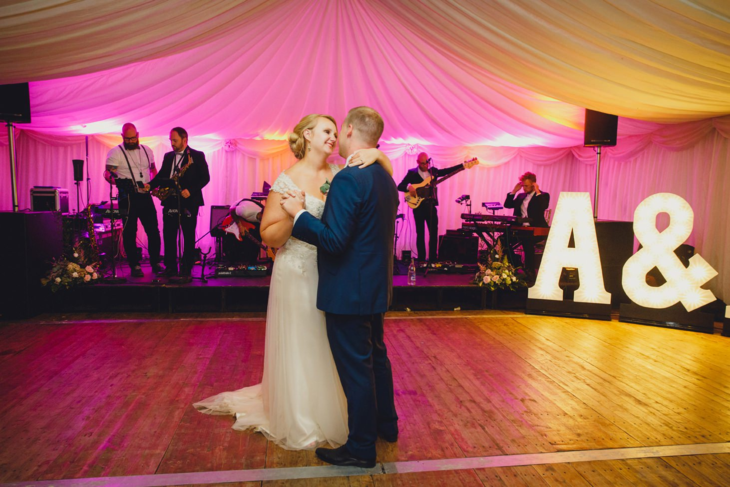 oxfordshire wedding photography first dance