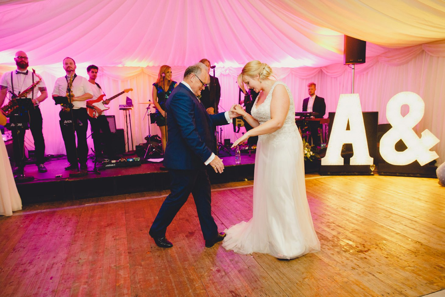 oxfordshire wedding photography father daughter dance