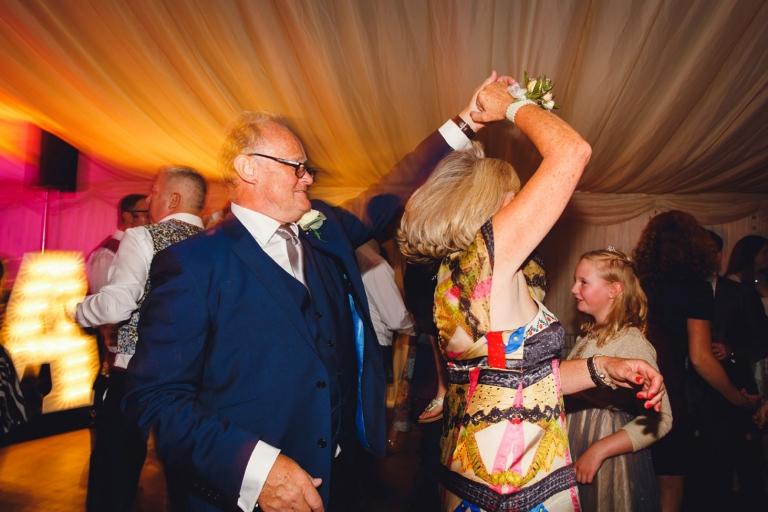 oxfordshire wedding photography dancing