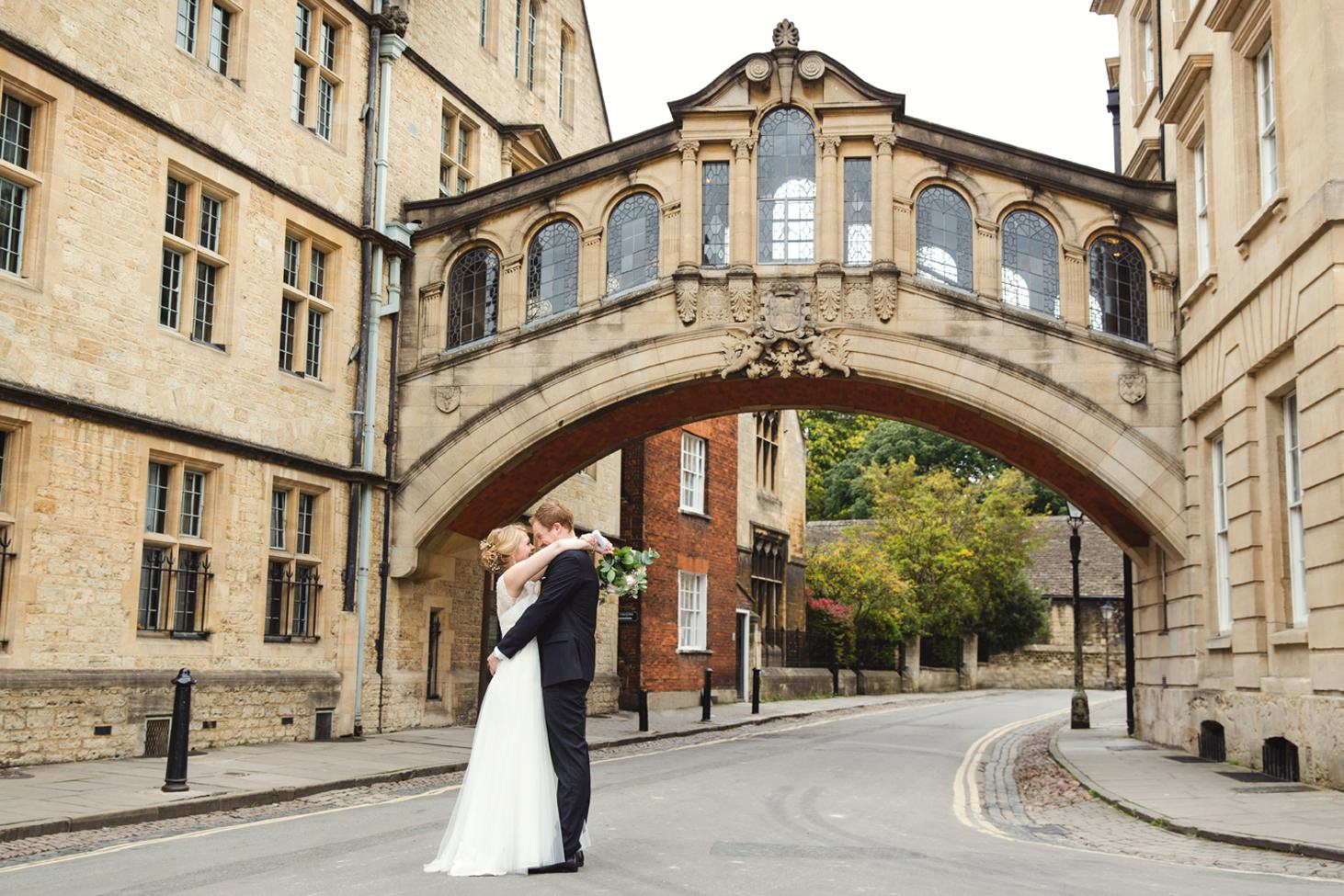 Bodleian library wedding bride and groom at bridge of sighs