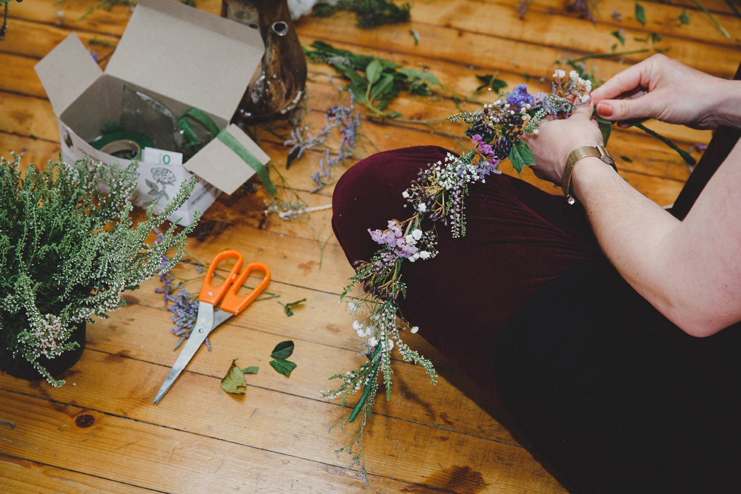 mount stuart wedding photography cutting flowers