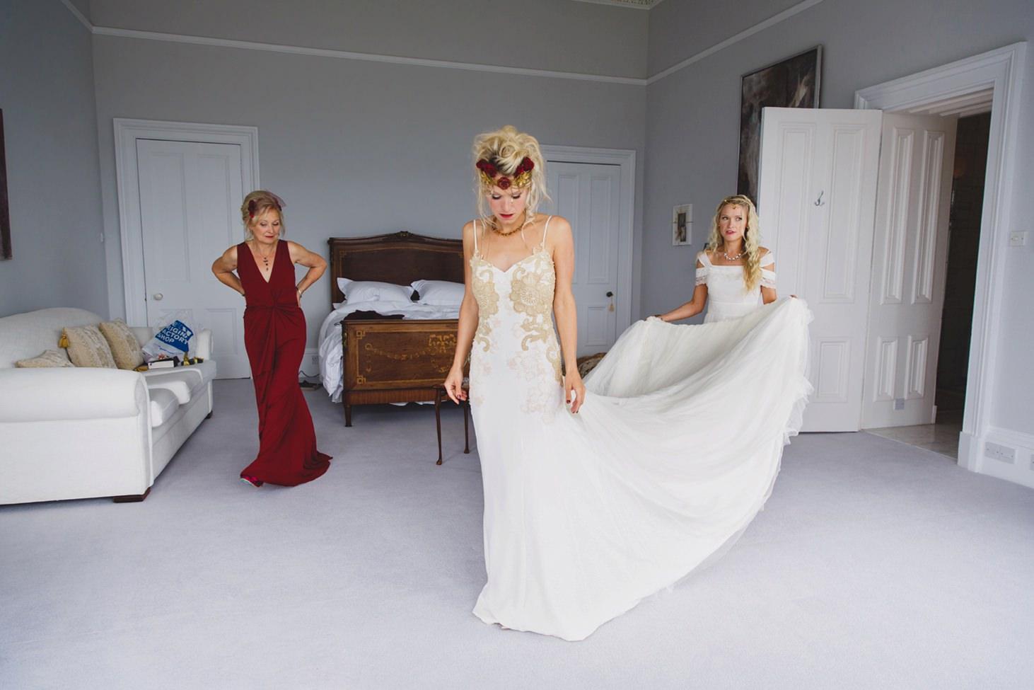 mount stuart wedding photography bride in her dress