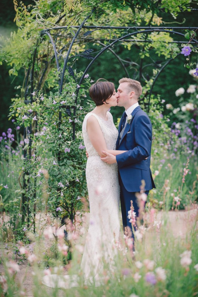 Gaynes park relaxed rustic wedding – Rose and Lee