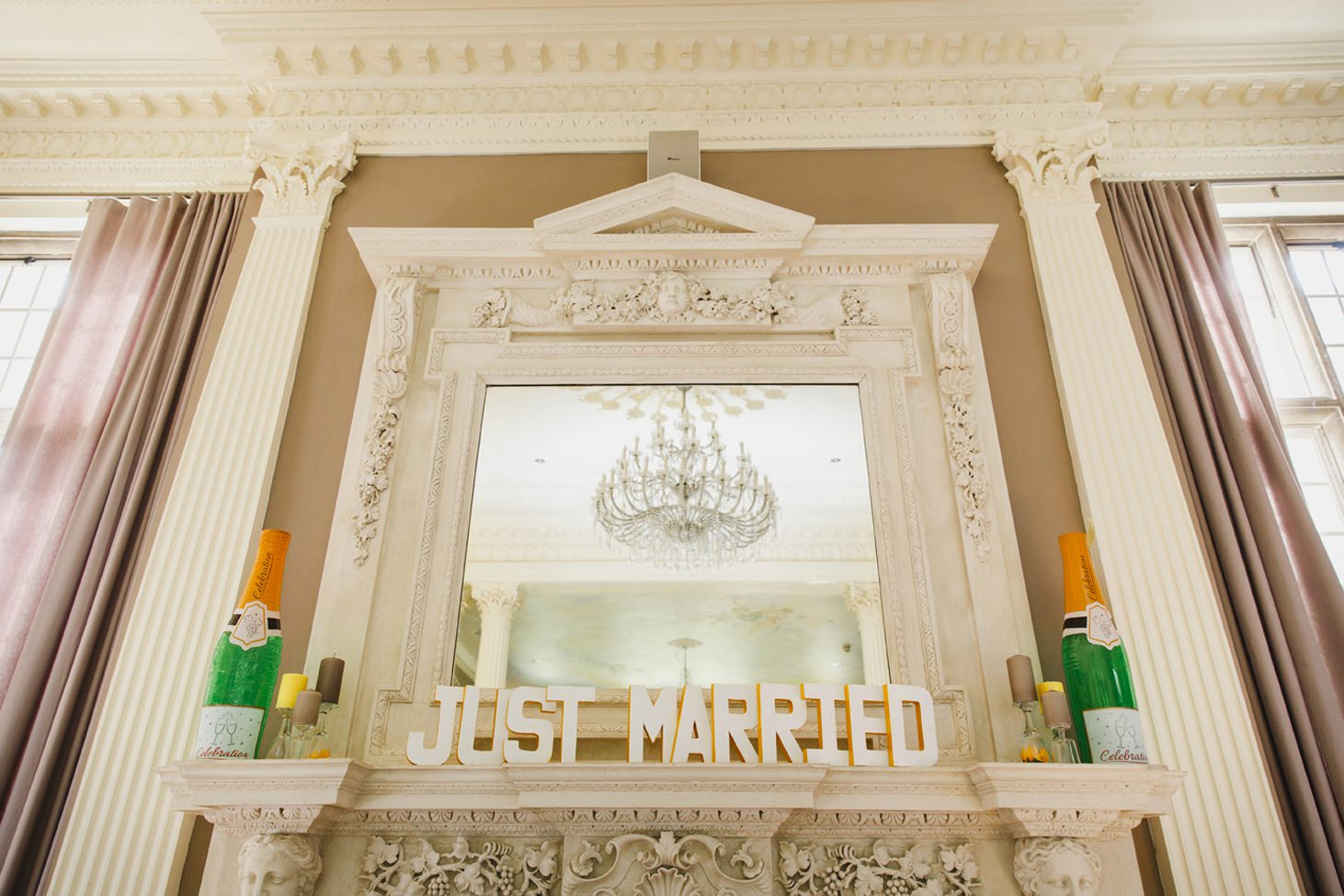 Wycombe Abbey wedding photography just married sign