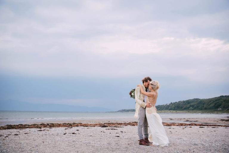 sle of bute wedding photography bride and groom at scalpsie bay