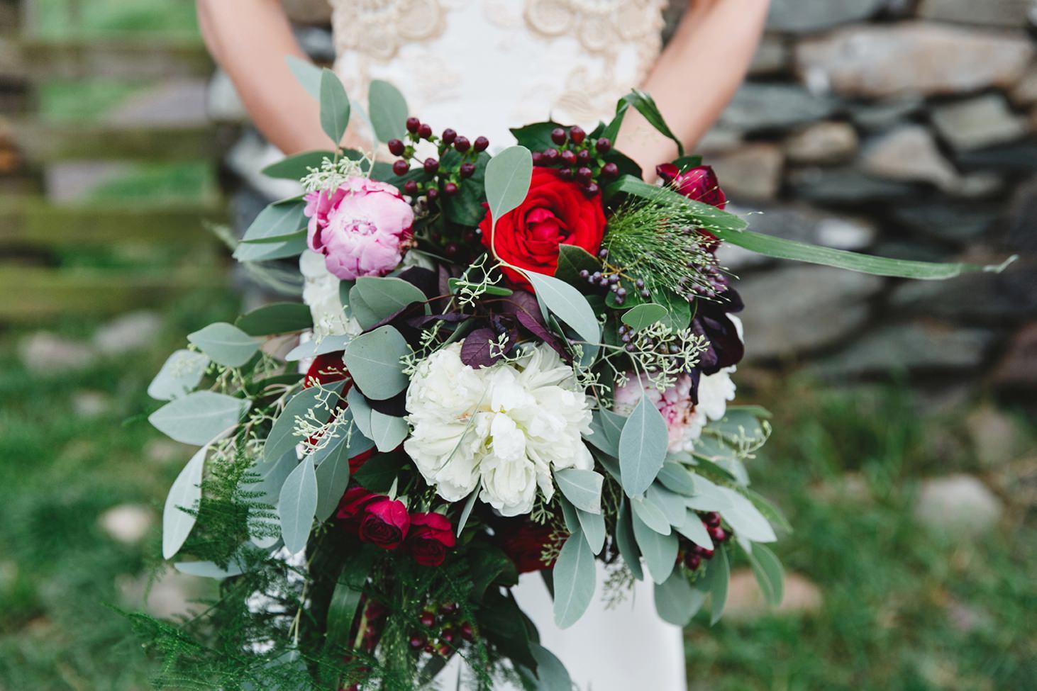 sle of bute wedding photography brides bouquet