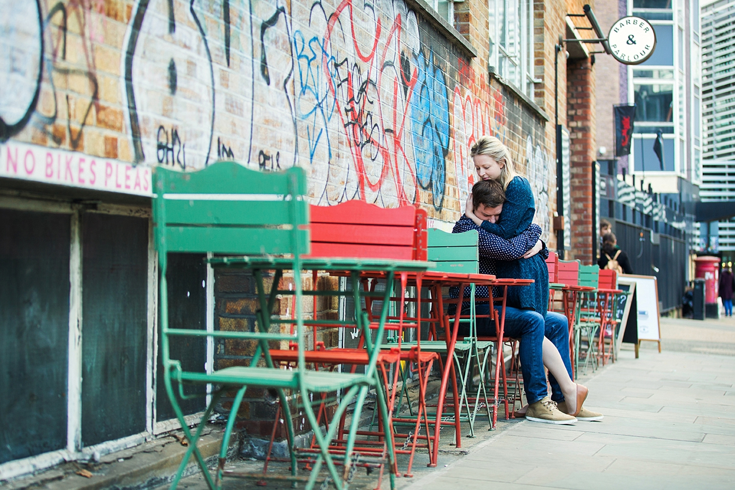 shoreditch engagement photography couple hug