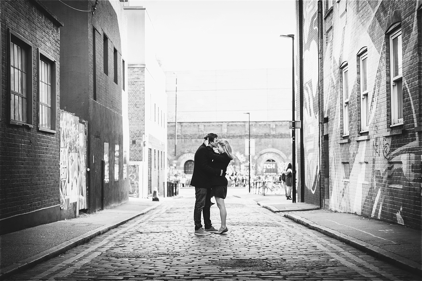 shoreditch engagement photography couple hugging
