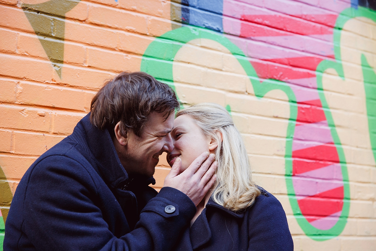 shoreditch engagement photography couple kiss