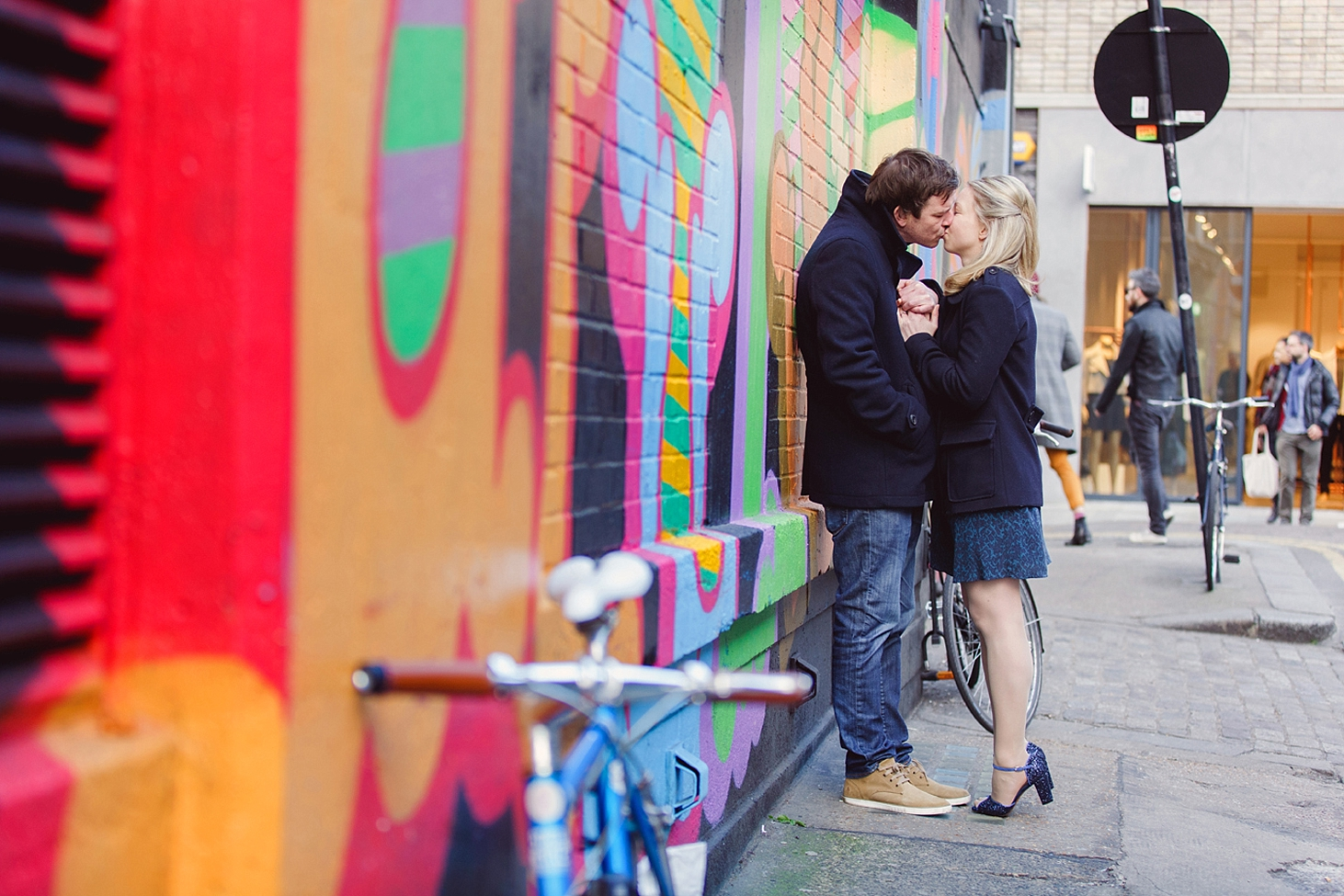 shoreditch engagement photography colour wall couple kissing