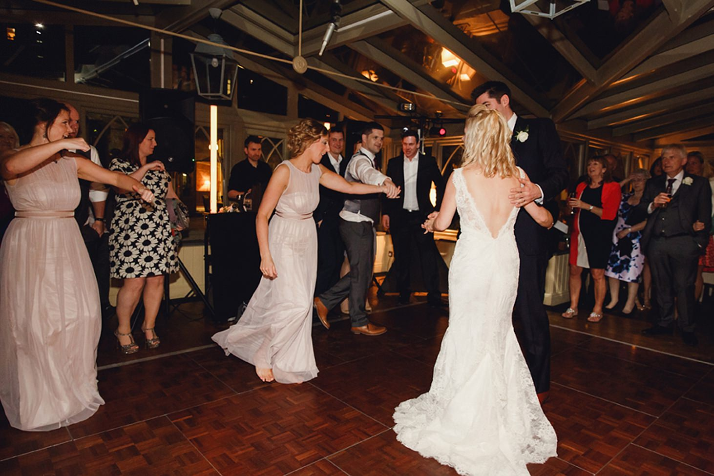 cotswolds wedding bridal party dancing