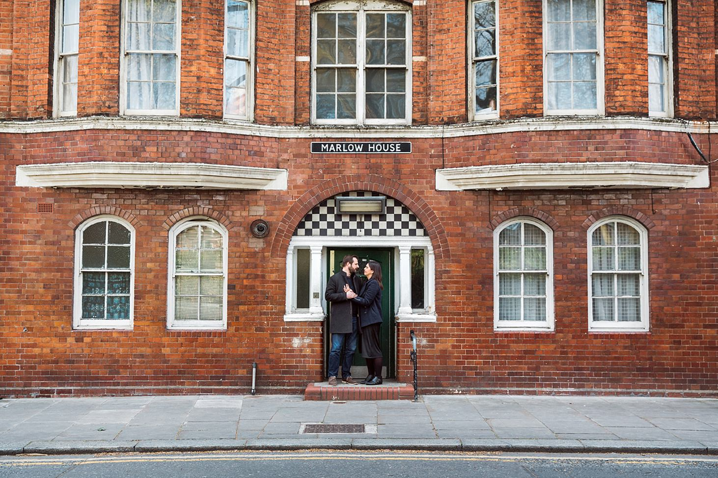 shoreditch engagement shoot couple at arnold circus