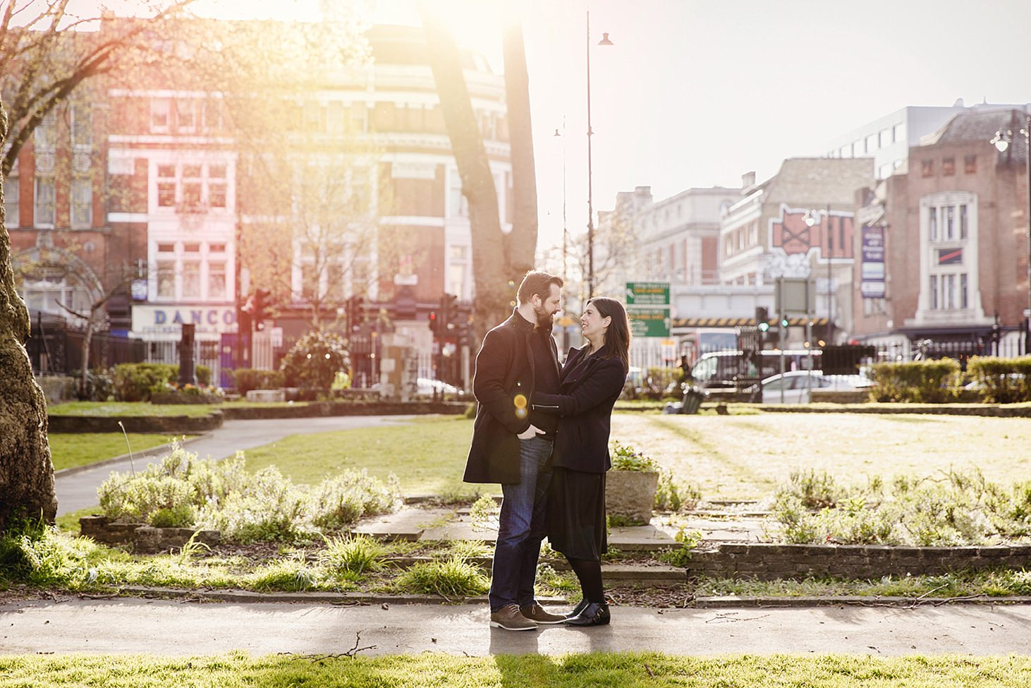 shoreditch engagement shoot couple in sunlight