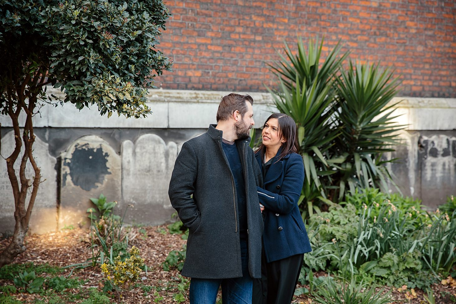 shoreditch engagement shoot couple in garden