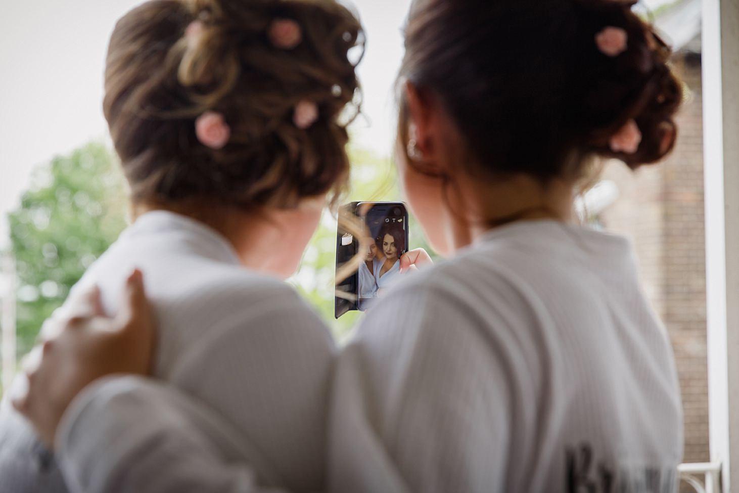 richmond hill wedding photography bridesmaids selfie
