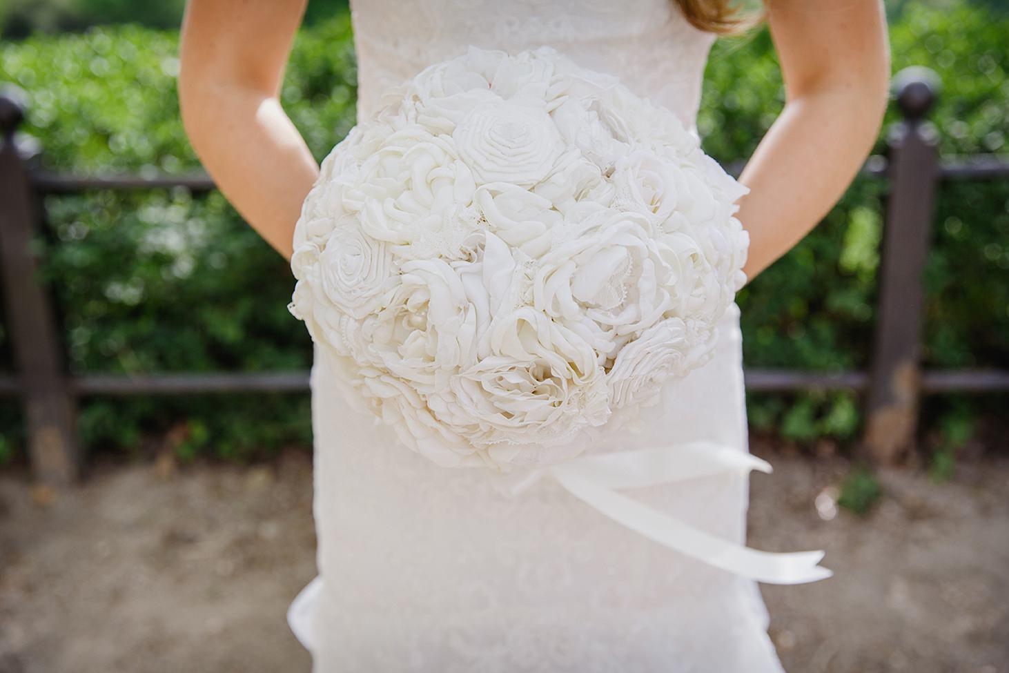 richmond hill wedding photography brides bouquet
