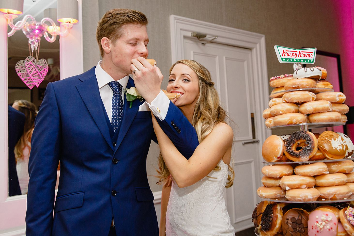 richmond hill wedding photography bride and groom with doughnuts