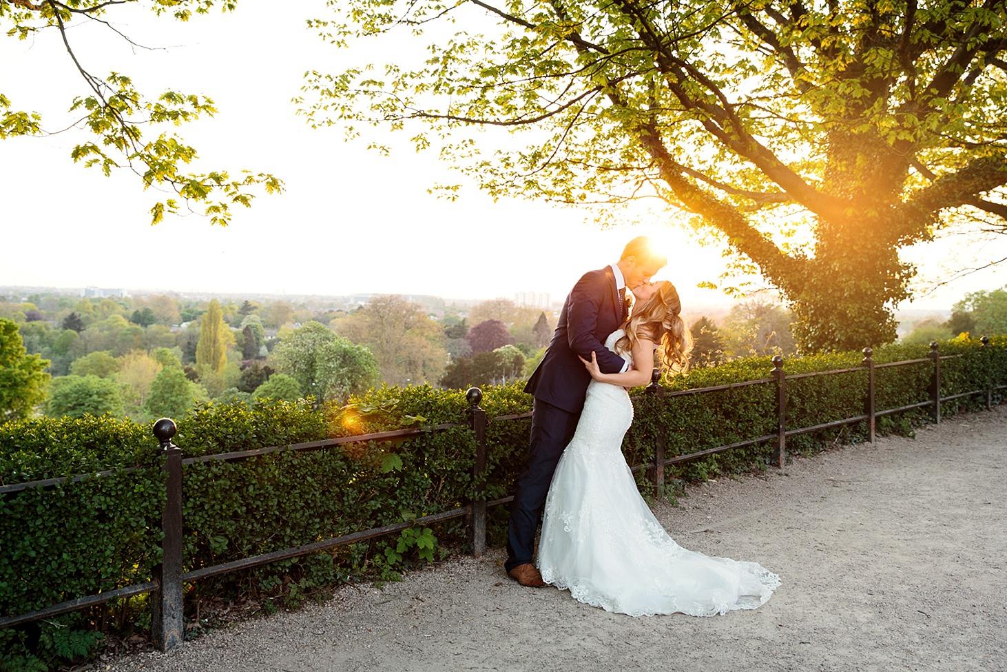 richmond hill wedding photography couple kiss