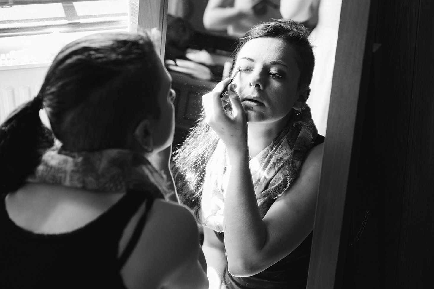 gate street barn wedding photography bridesmaids doing makeup