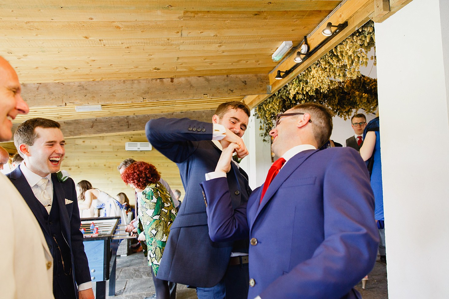 gate street barn wedding photography groomsmen thumb wars