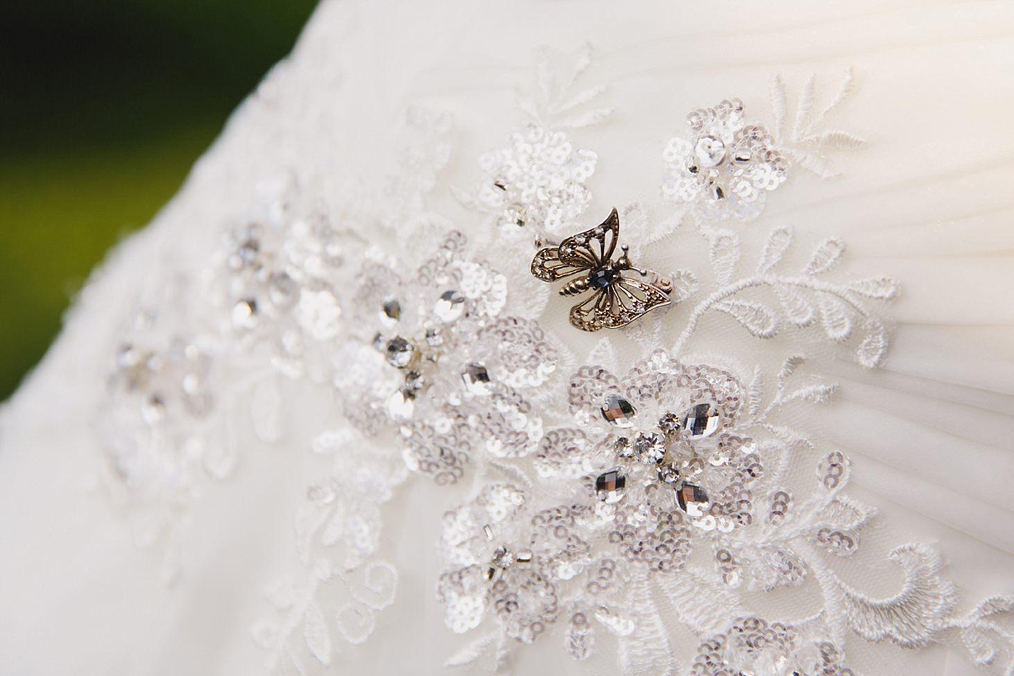 gate street barn wedding photography brooch on wedding dress