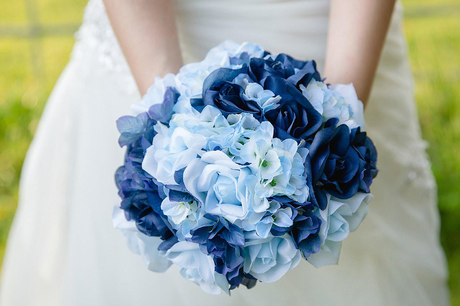 gate street barn wedding photography bride's bouquet details
