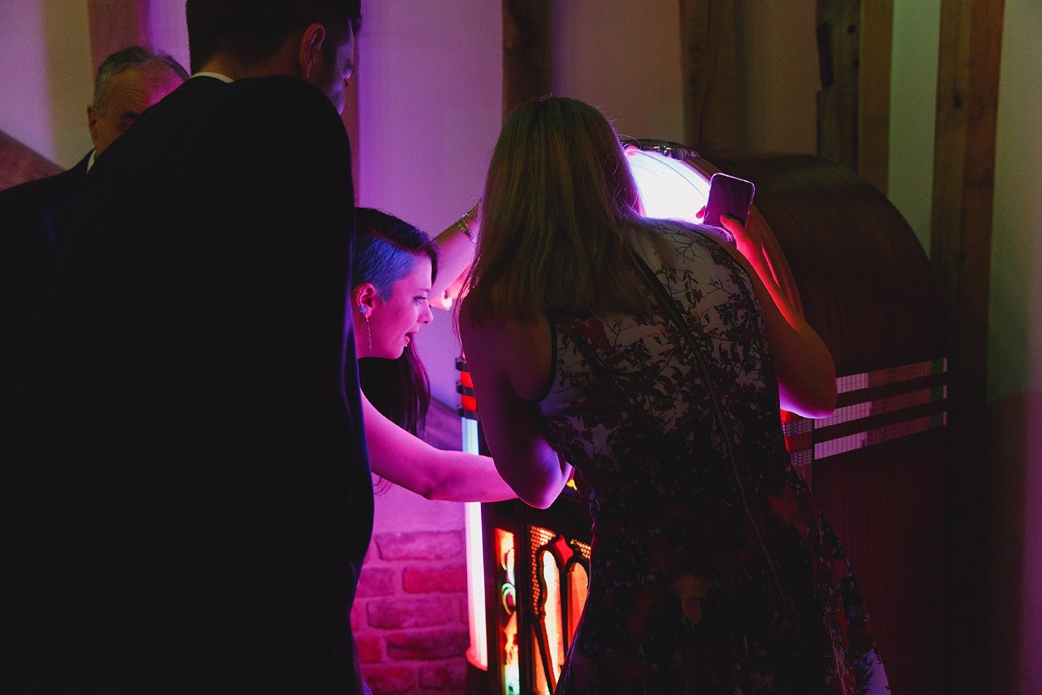 gate street barn wedding photography guests with jukebox
