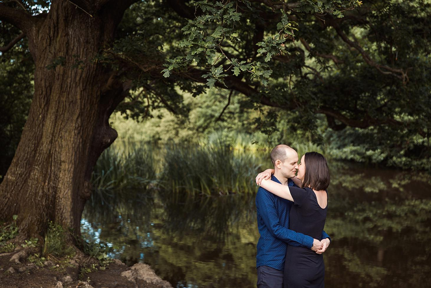 trent park engagement shoot couple kissing by lake