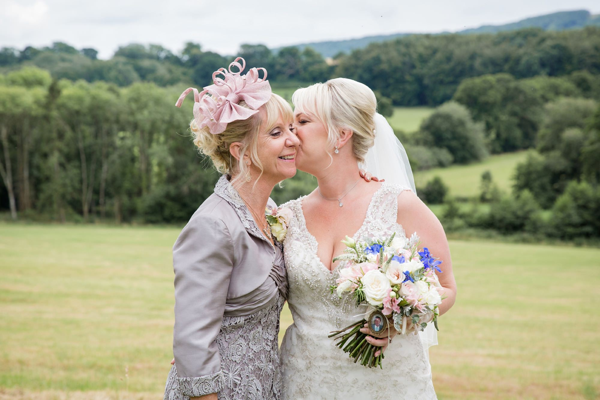 Bignor Park wedding photography bride and mum
