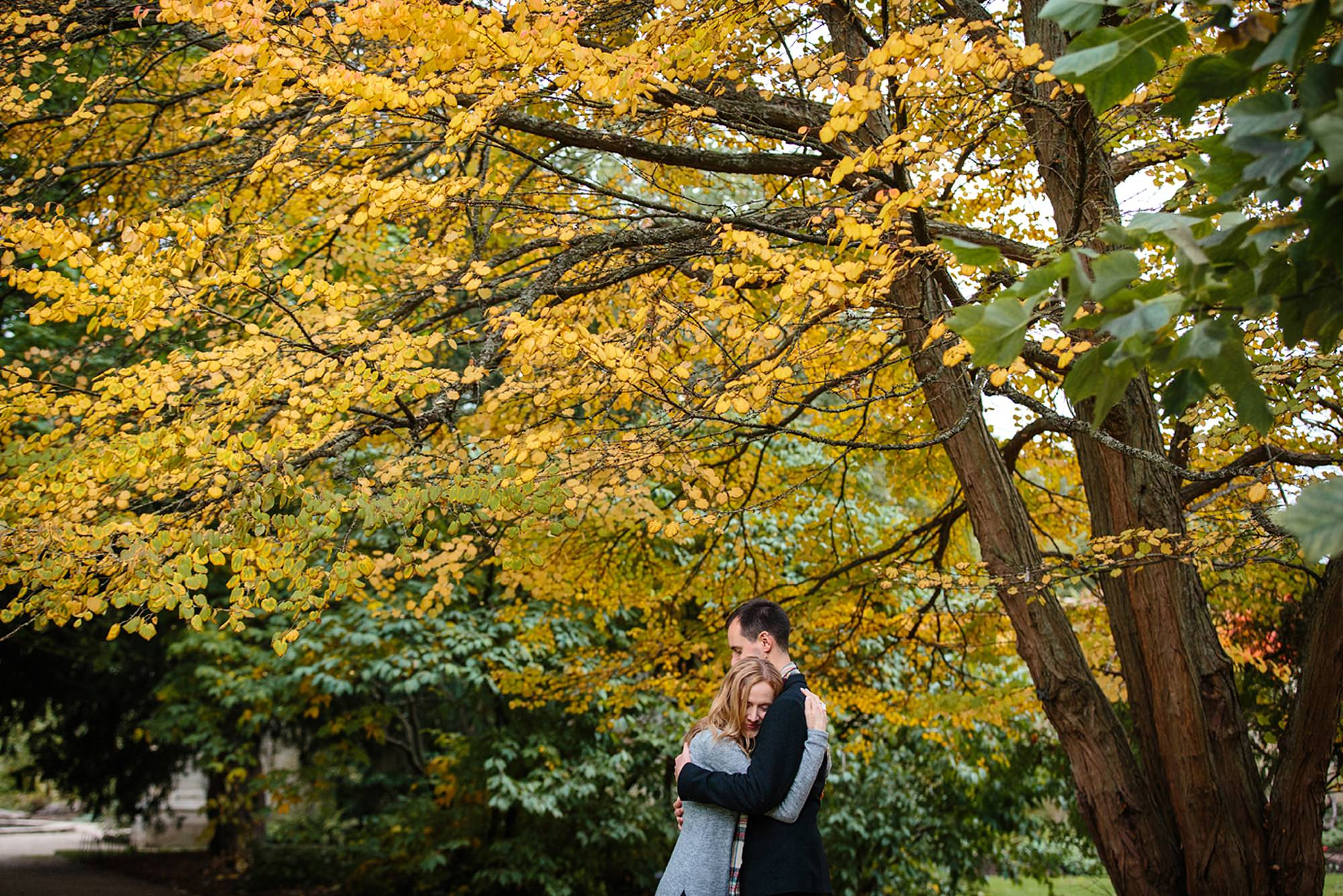 Oxford engagement photography couple hugging