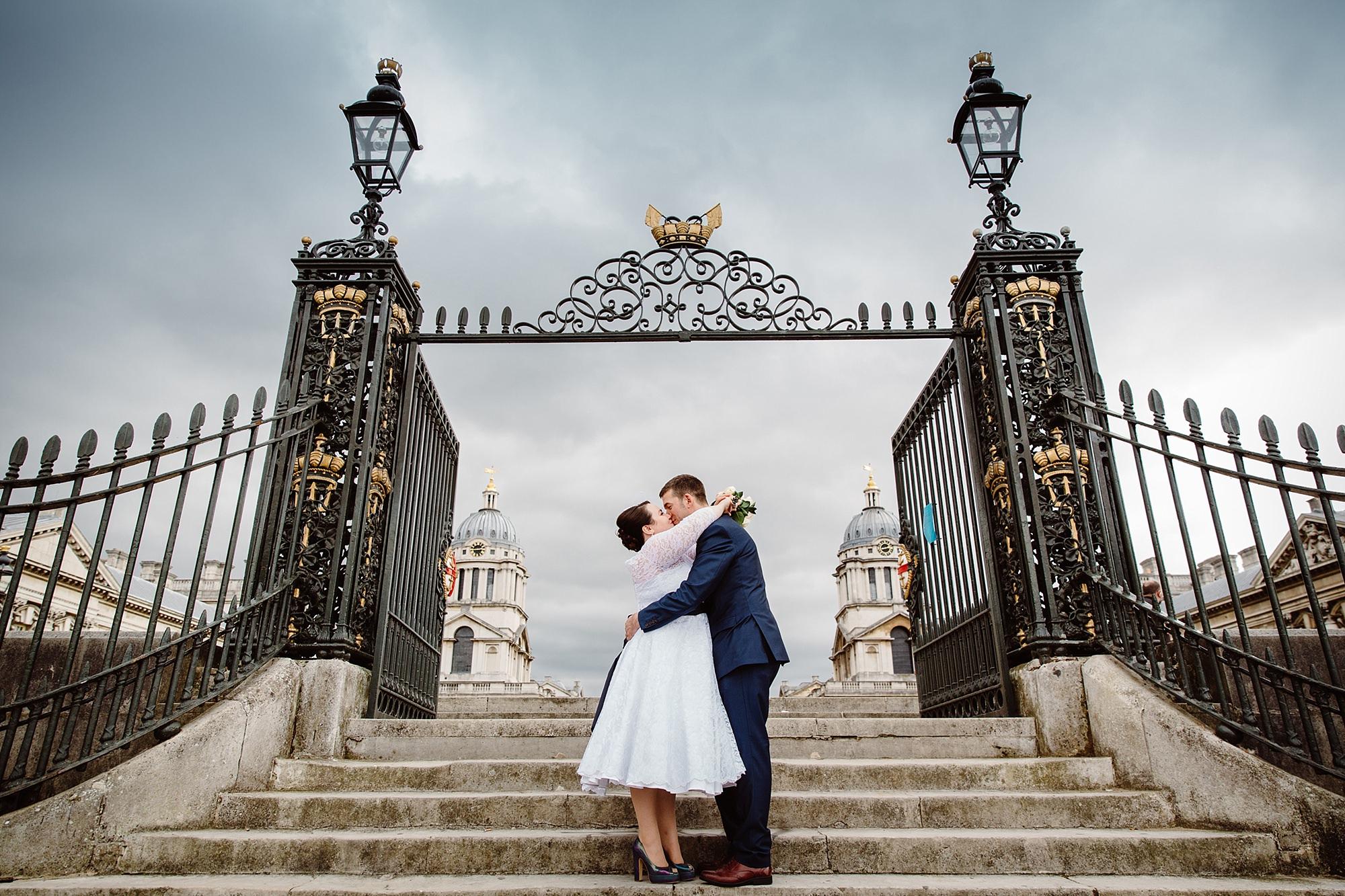 Trafalgar Tavern wedding bride and groom kiss on steps