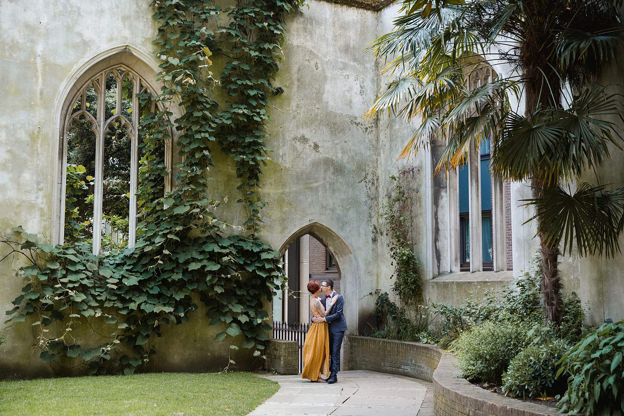 london engagement session couple in grounds of church