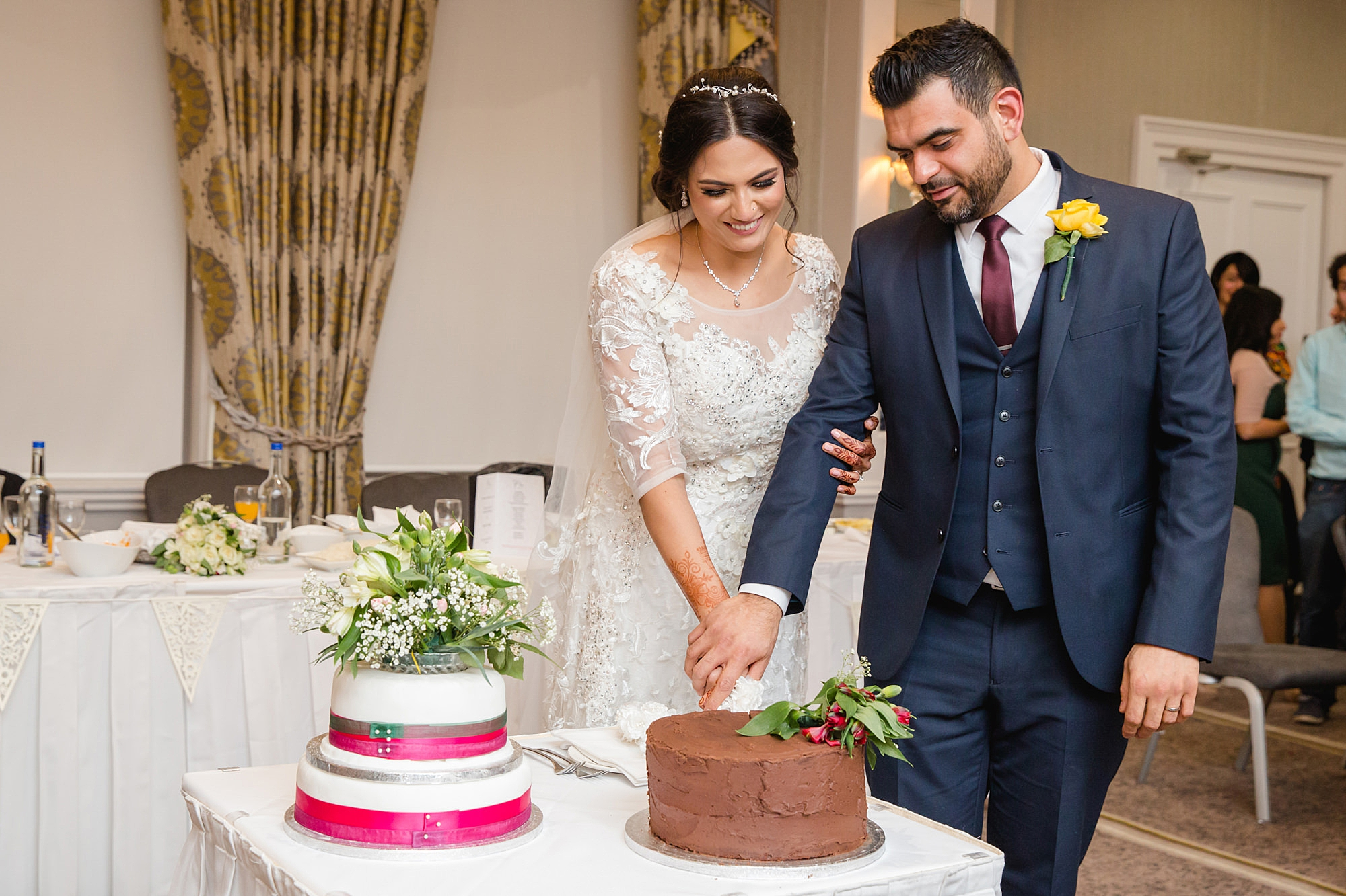 Richmond Hill Hotel wedding bride and groom cut cake