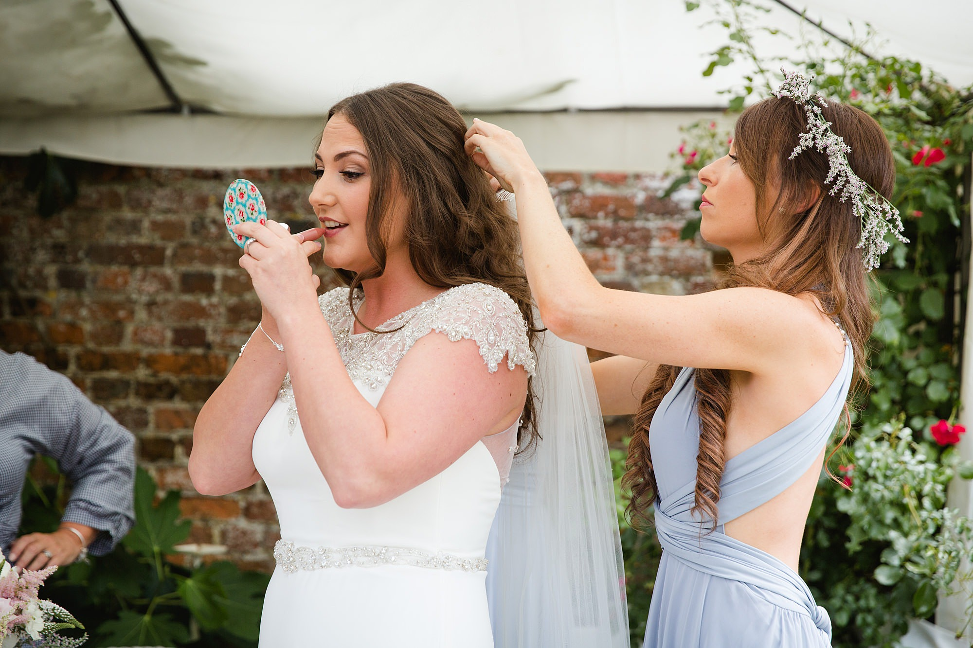 fun outdoor wedding bride outs on lipstick
