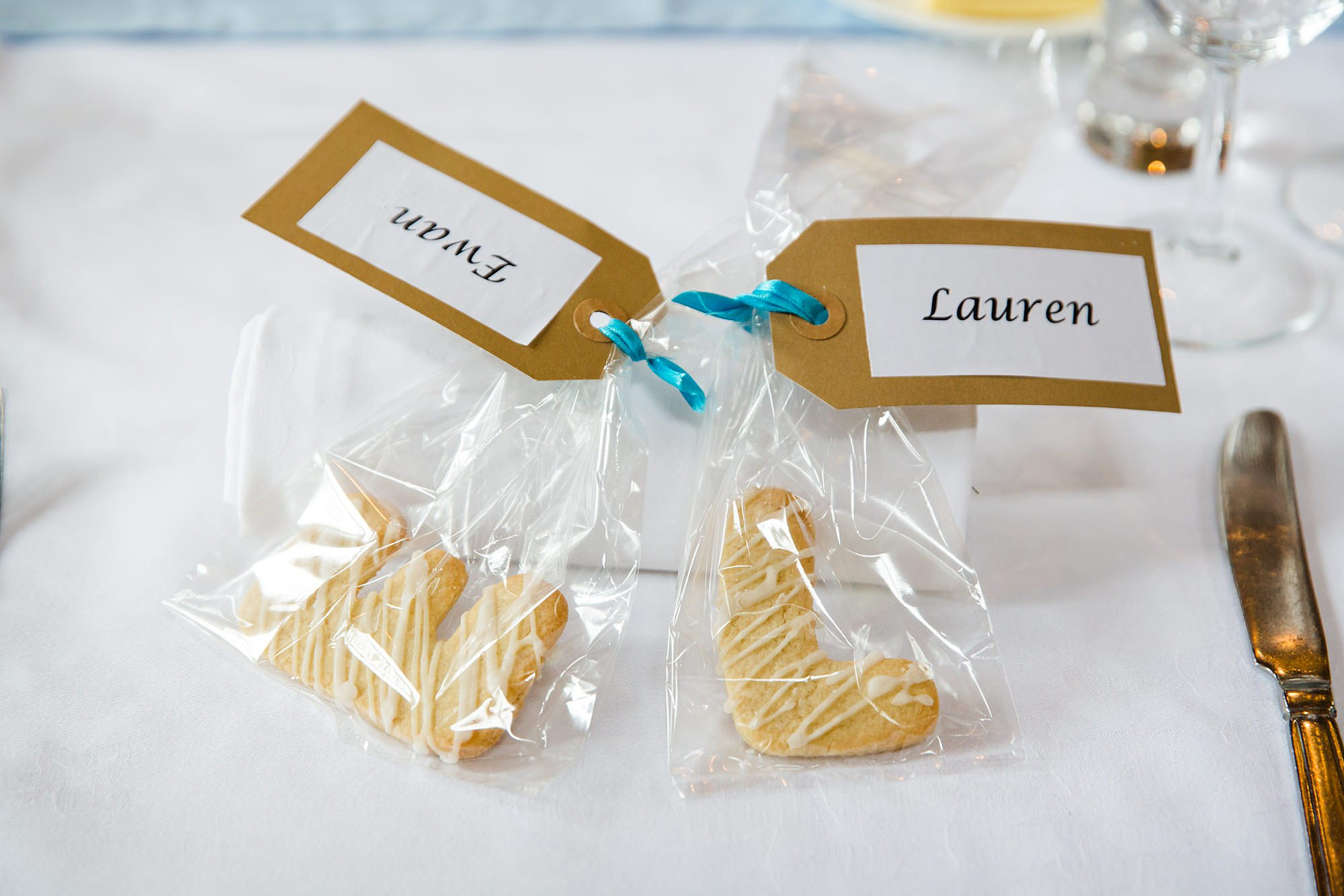 Fun DIY wedding favours - handmade biscuits at norwood farm