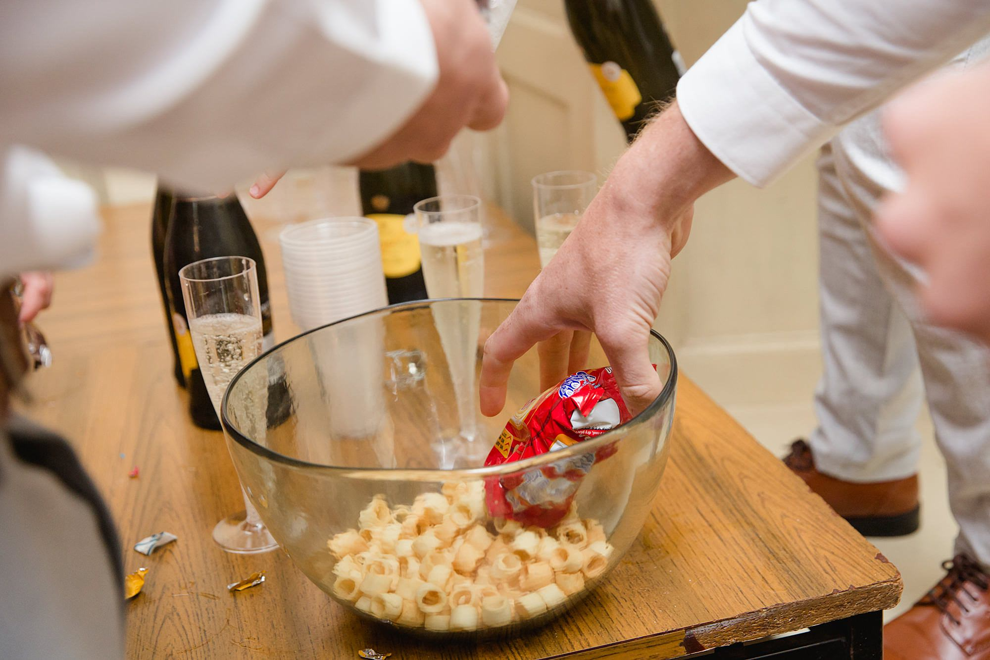 guests make bowls of crisps for reception