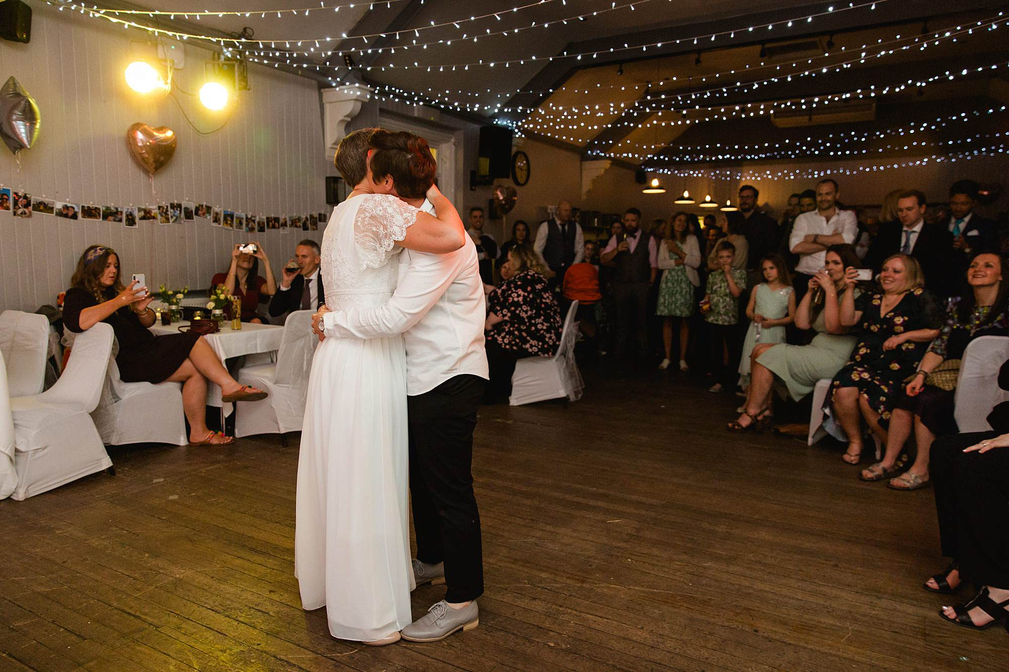 Twickenham wedding photography brides first dance at turks head pub